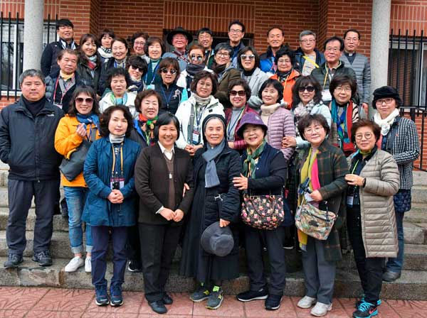 Nos visita un grupo de parroquias coreanas